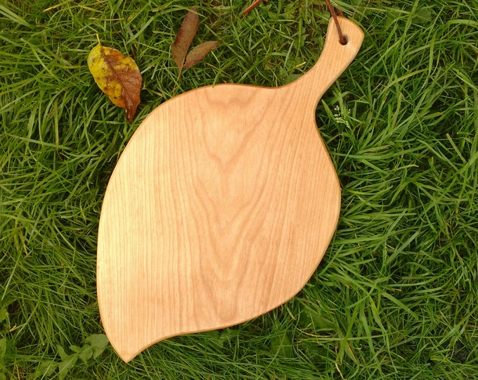 Leaf Shaped Cutting Board in Birch Wood, Cheese Board in Birch Wood, Wedding Gift, Kitchen Ware