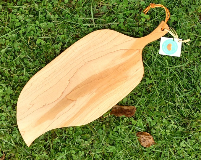 Leaf Shaped Cutting Board in Curly Maple Wood, Cheese Board in Maple Wood, Wedding Gift, Kitchen Ware