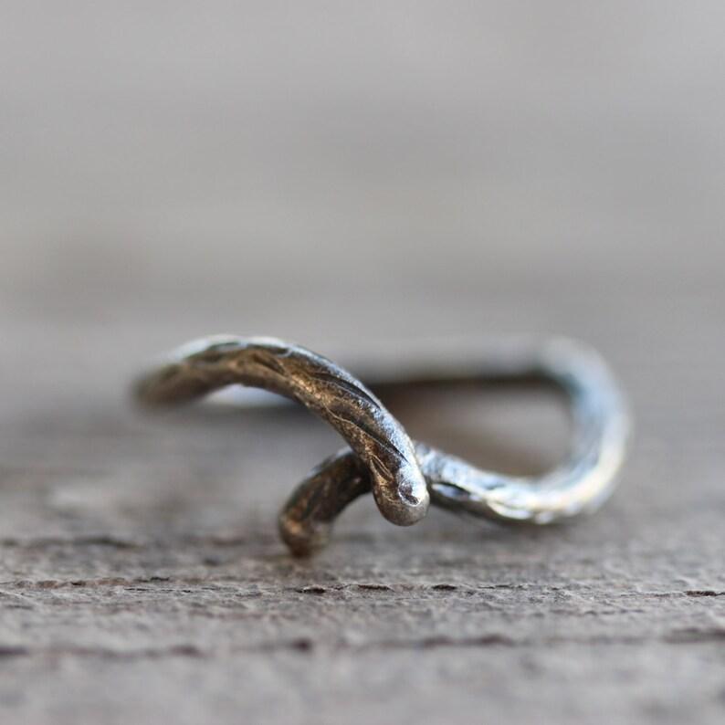 Women/'s Rustic Branch Wedding Ring Primitive Slim Silver Woodland Bridal Twig Band Oxidized Woodgrain Texture Crossover Design Shadow Bark