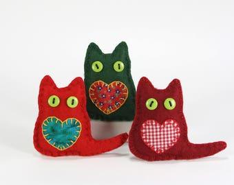 Felt Cat ornaments, Cat Christmas ornaments, Christmas cat decorations, Handmade felt cats, Colourful cat Ornaments, Red and green cats.