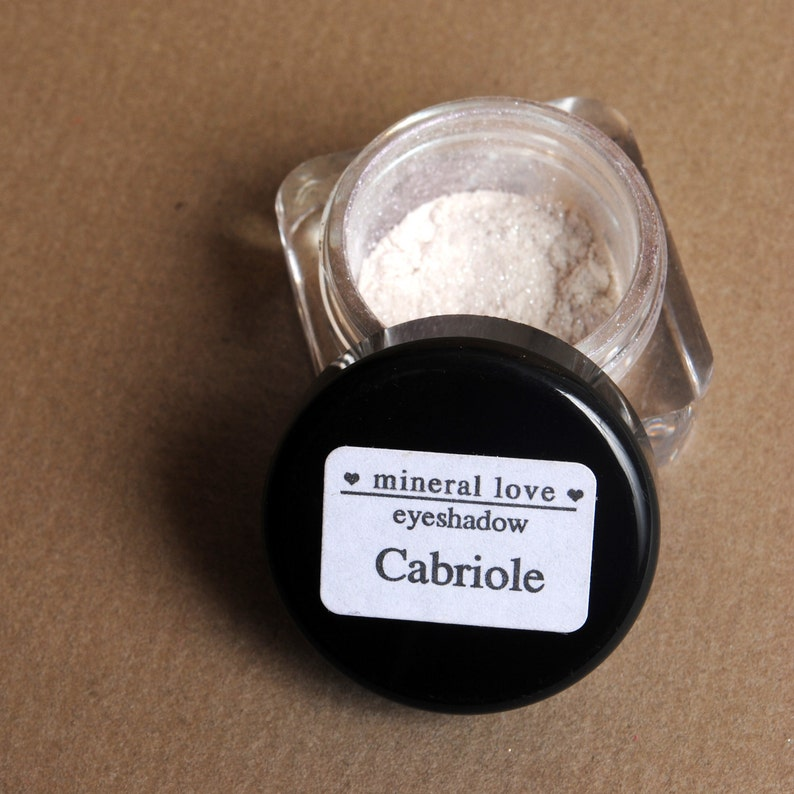 Cabriole Small Size Color Changing Eyeshadow image 0