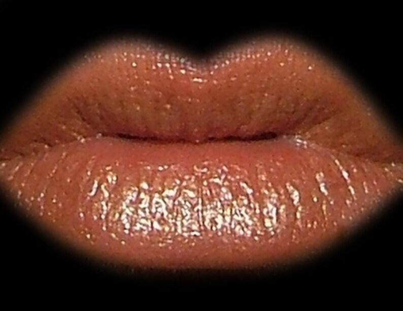 Cleopatra lip gloss image 0