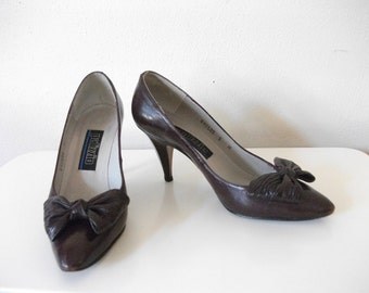 SALE! Burgundy Leather 80s Bow Pumps, Size 5