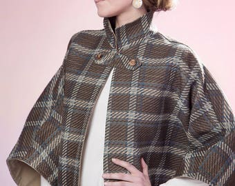 Heavyweight Cape in plaid with snap neck closure
