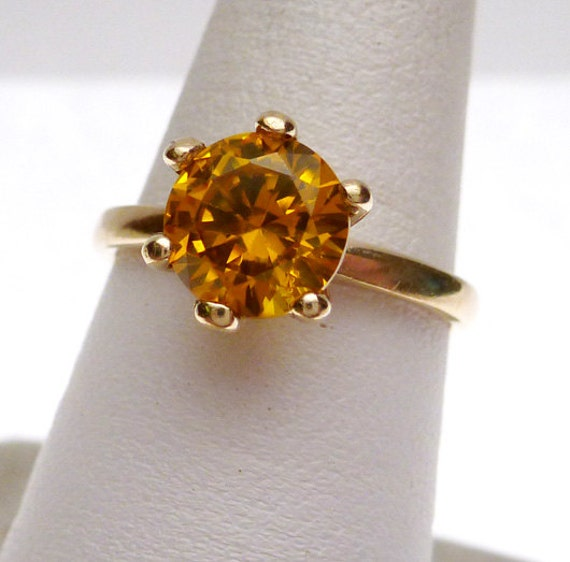 10 kt November Synthetic Birthstone Solitaire Ring