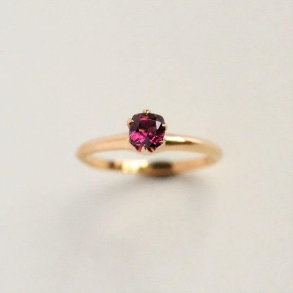 Garnet solitaire ring, Garnet ring, Garnet engagem