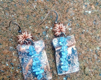 hand forged copper metal earrings with aquamarine gemstone beads//copper earrings//copper//earrings//aquamarine//boho stye//ladies//jewelry