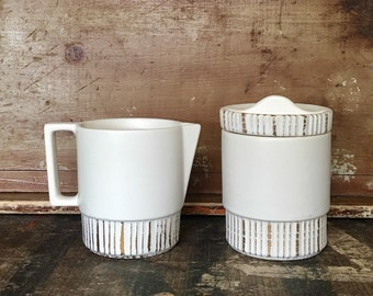 Vintage Mid Century Modern USA Pottery Ceramic White Gold Sugar and Creamer Set // Scandinavian Design