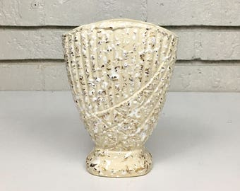 Vintage Ivory White Gold Splatter Shell Clam USA Pottery Ceramic Vase Container // Wedding Anniversary Gift