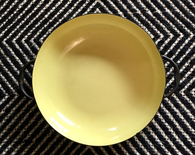 Vintage Medium Butter Yellow and Black Sizzling Server