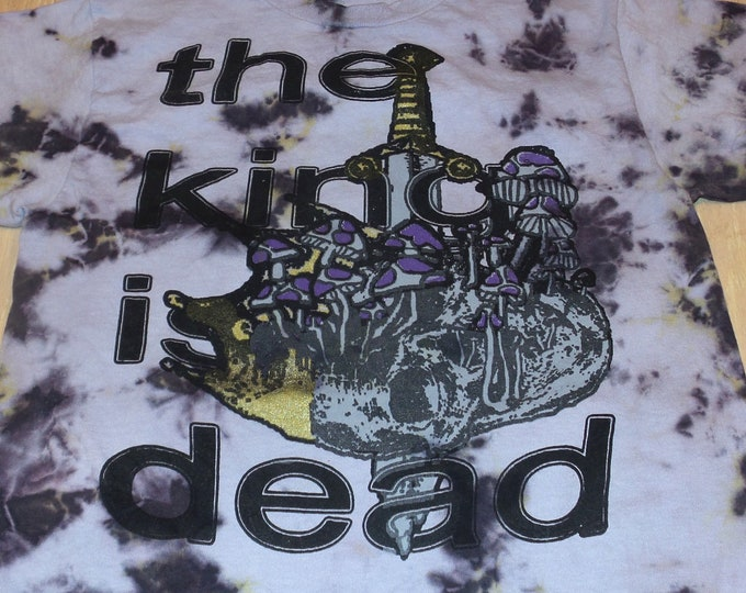 T-Shirt - The King Is Dead (Tie Dye)