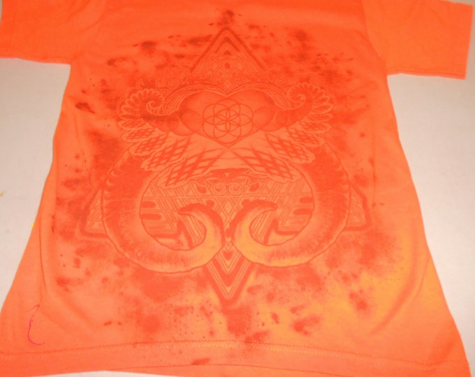 T-Shirt - Heart Fractal (Gray on Orange)