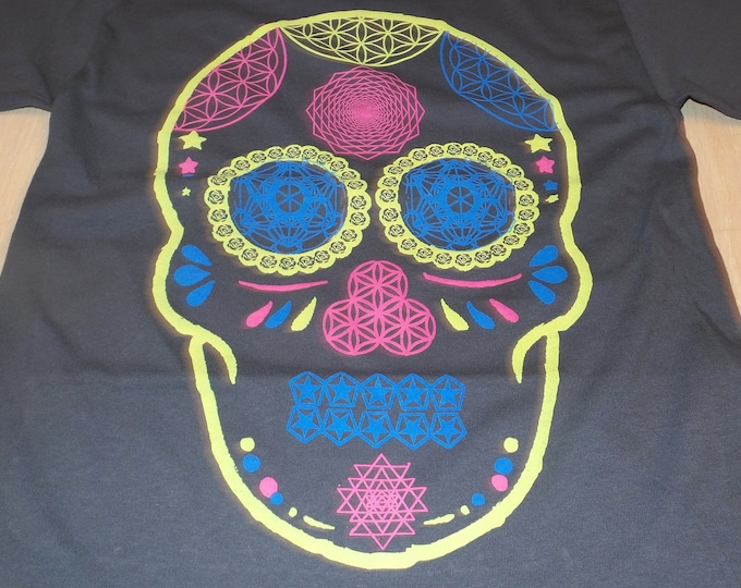 T-Shirt - Day of the Dead Skull (on Gray)