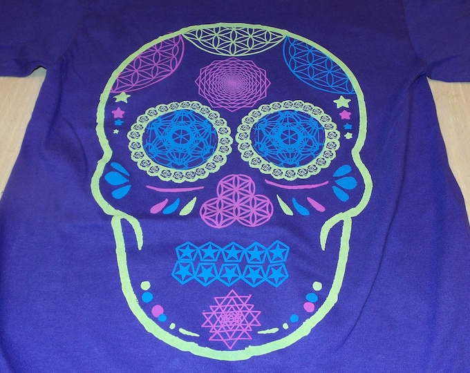 T-Shirt - Day of the Dead Skull (on Purple)