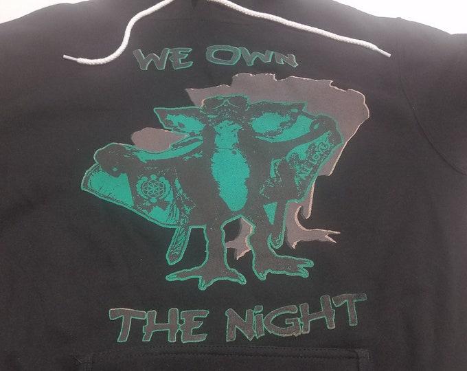 Lightweight Pullover Hoodie - Gremlins Own The Night - Size L (Unisex)