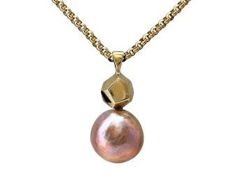 Decca gold and river pearl pendant