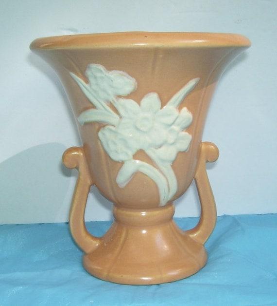 Vintage Weller Peach Cameo Rose Vase Pottery Vase Art Studio  e86e1a3cfde3