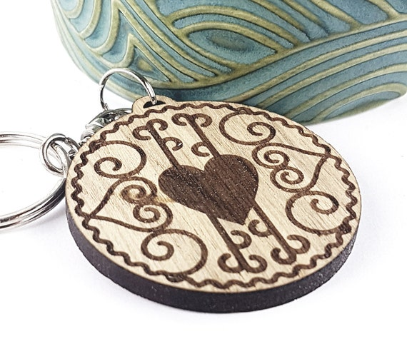 Jammy Heart sandwich Biscuit KeyChain Keyring for biscuit lovers Oak, Cherrywood, add a name or message on reverse British classic