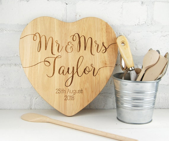 Personalised chopping board for couples - Custom Cutting board  - Weddings Engagment Anniversary House warming Couples gift - heart or round