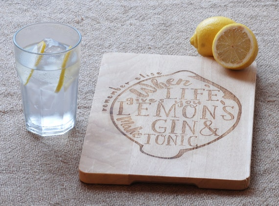 Gin Lovers Personalised lemon Chopping board, when life gives you lemons make gin & tonic. Custom cutting board for an optimistic gin lover