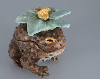 Tiny Toad, Handmade Ceramic Sculpture Box
