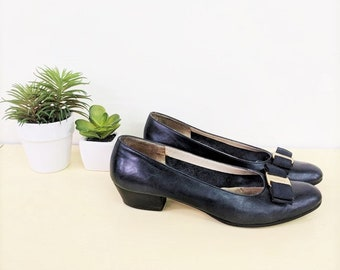 Vintage Salvatore Ferragamo Heels 80s Navy Blue Leather Pumps Bow Flats Chunky Low Heel Slip on Almond Toe Designer Shoes Gold Buckle Sz 7AA