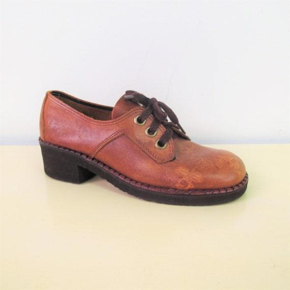 413918da421 Vintage 1970s Tooled Leather Platform Shoes Brown Leather