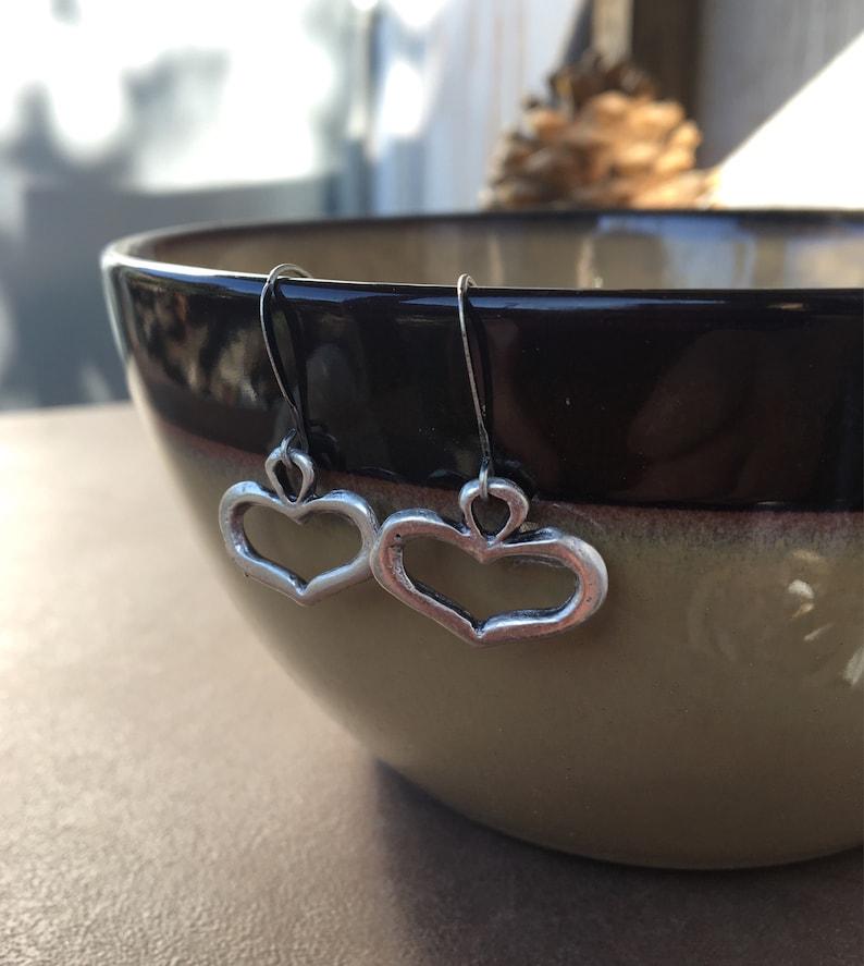 Rustic Silver Hearts Drop Earrings Gift for Heart Lovers Antique Puffy Cookie Cutter Heart Shape Earrings Romantic Dangle I Heart You