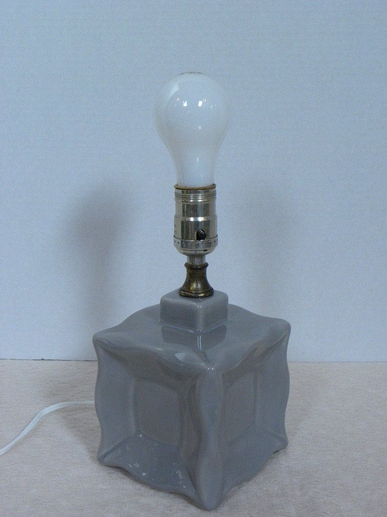 Square Box Style Excellent working condition Vintage Mod Small Grey Ceramic Lamp