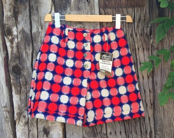 1960s high waisted shorts Women size 12 (runs small) scooter skirt, Primstyle Woolworth wool shorts, 1960s clothing, plaid shorts womens