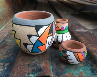 Three Vintage Miniature Pots Tesuque Jemez Poster Paint Pottery, New Mexican Native American