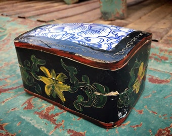 Vintage Old Chinese Lacquered Porcelain Inlaid Enamel Painted Paper Mache Trinket Box