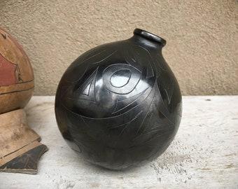 1999 Doña Rosa Style Barro Negro Pottery Vase from Oaxaca Mexico, Mexican Pottery Folk Art