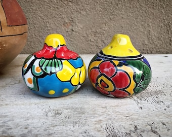 Vintage Mexican Pottery Talavera Salt and Pepper Shakers, Southwestern Kitchen Decor Yellow Blue