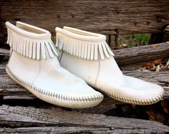 Vintage White Leather Ankle Moccasins Women's Size 7.5, Native American Indian Shoes, Boho Hippie