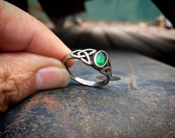 Vintage 925 Sterling Silver Celtic Knot Ring with Emerald Green Gemstone or Crystal, May Birthstone Jewelry, Girlfriend Gift Ireland Lover