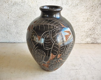 Vintage Etched Pottery Vase of Toucan Nicaraguan Pottery Vase Earthy Home Decor, Southwestern Decor