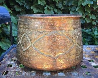 Vintage Middle Eastern Hand Etched Copper Cache Pot Jardiniere, Persian Revival Mamluk Bowl