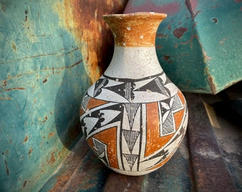 Early 1900s Acoma Pottery Vase by A. Valdo Concave Base (Pitted As Is), Native American Indian Arts