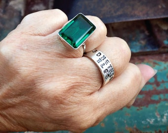 Size 6.75 Sterling Silver Ring Faceted Emerald Green Color Crystal, Estate Jewelry, May Birthday