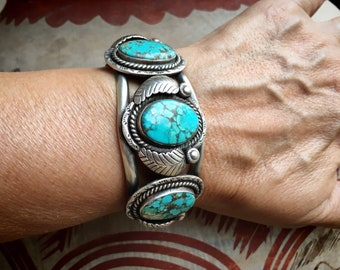 55g Navajo Turquoise Cuff Bracelet for Woman w/ Small Wrist, Vintage Native America Indian Jewelry