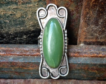 Fred Harvey Era Ring Made with Jade Size 5, Vintage Southwestern Native America Style Jewelry