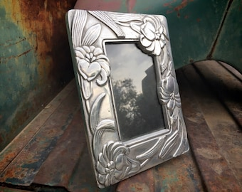Mexican Pewter Picture Frame (Just Over 3x5) Tabletop Silver Tone Decorative Photo Frame w/ Glass