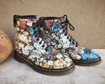 "Made in England Dr Martens Boots Floral Design ""The Original"" Size Rubbed Off Est UK 5 US Women's 7"