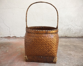 Vintage Decorative Chinese Woven Basket with Top Handle, Primitive Chinoiserie Decor