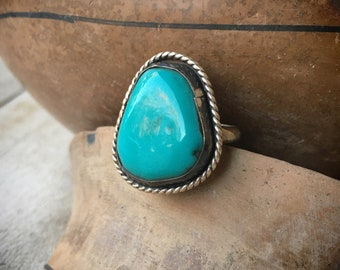 1970s Simple Turquoise Ring for Women or Men Size 7.5, Native American Indian Jewelry Navajo