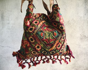 Vintage Mexican Shoulder Bag Embroidered Fabric, Guatemalan Mexican Boho Hippie Sling Tote for Fall