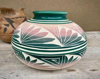 Medium Large Etched Navajo Pot in Ombre Pink and Teal Colors, Native American Indian Pottery