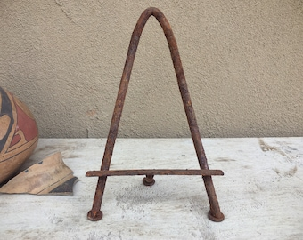 "Rusty Mexican 10"" Wrought Iron Easel for Small Painting, Miniature Metal Table Top Display Stand"