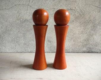 Midcentury Modern Salt and Pepper Shakers Set by Catalina, Orange Decor Danish Modern Retro Kitchen